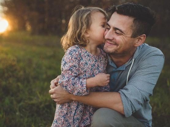 Người cha luôn dành tình yêu thương vô bờ bến cho con cái