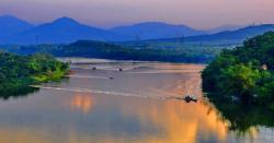 Phân tích vẻ đẹp sông Hương qua cảnh sắc thiên nhiên