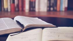 Top 10 Những Cuốn Sách Nên Đọc Khi Còn Trẻ