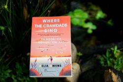 Review sách Xa ngoài kia nơi loài tôm hát của Delia Owens